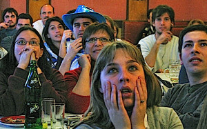 Uruguayan soccer fans watch a World Cup match between France and Uruguay. Image: Federica Narancio, Voice of America.