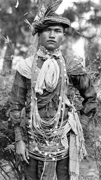 A Gayonese man of Indonesia on his wedding day. Image: Tropenmuseum.