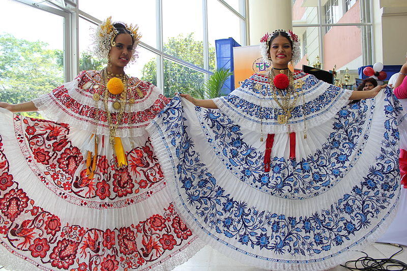 The pollera is the national costume of Panama. Image: Ayaita.