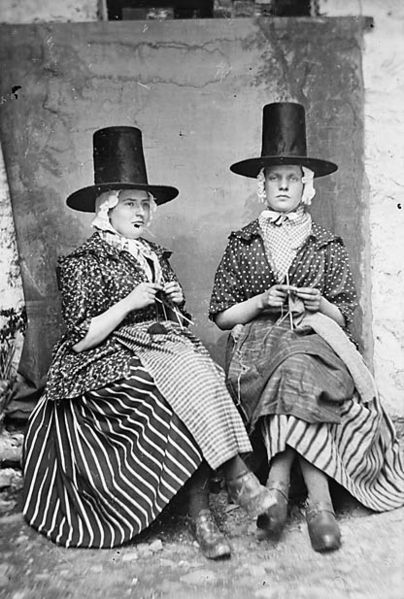 Fashionable Welsh clothing around the 1870s. Image: The National Library of Wales.