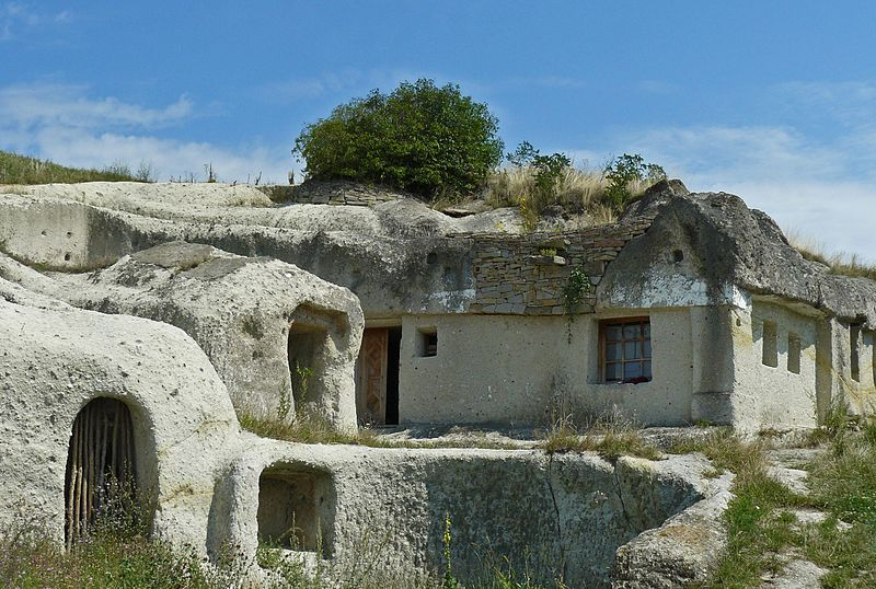 Very old cave houses in northern Hungary. Image: Ivanhoe65.